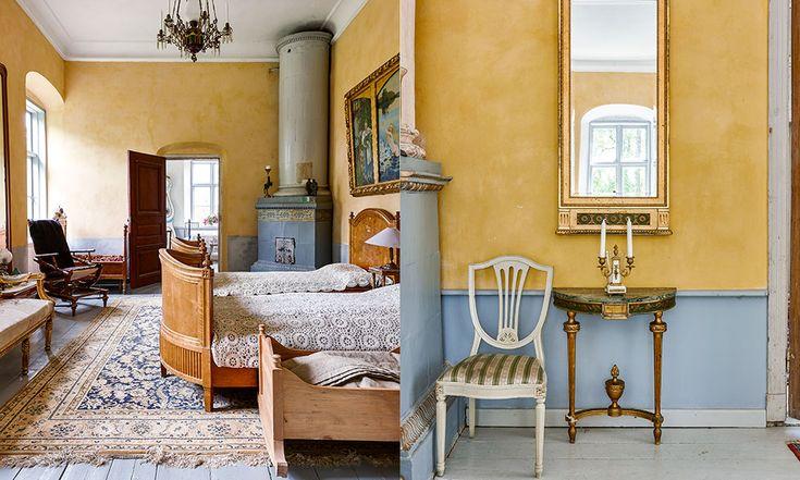 Sovrummet är gult och inrett med möbler som skapar atmosfär. Rödgardister intog Korpo 1918 och förstörde nästan all inredning. Tuulikki återanskaffar möbler med omsorg.