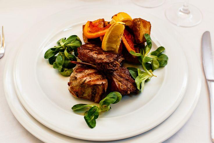 Wedding menu 2016 - Fel principal => Mix grill din cotlet de berbecu, antricot de vitel simuschiulet de porc asezonat cu grefe la cuptor, lamiae si cartofi noi intregi inabusiti in unt. Check it out: http://www.conacularchia.ro/nunti-botezuri/