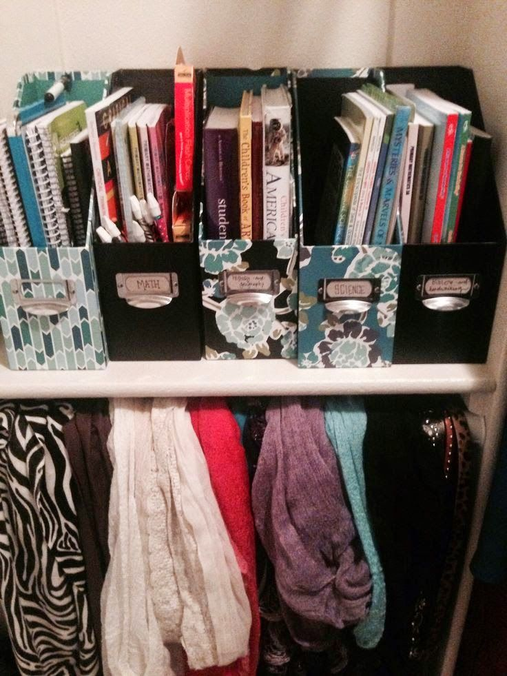 Classy Girl Guide to College: Notebook & Book Organization