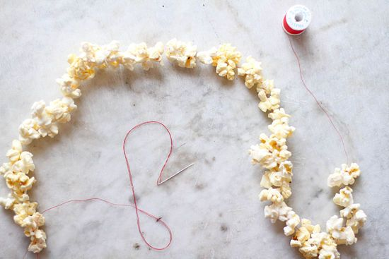 How to String Popcorn on a Christmas Tree (with pictures)