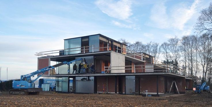 Ramen worden geplaatst in de nieuwe kijkwoning #schuco #workinprogress #kijkwoning