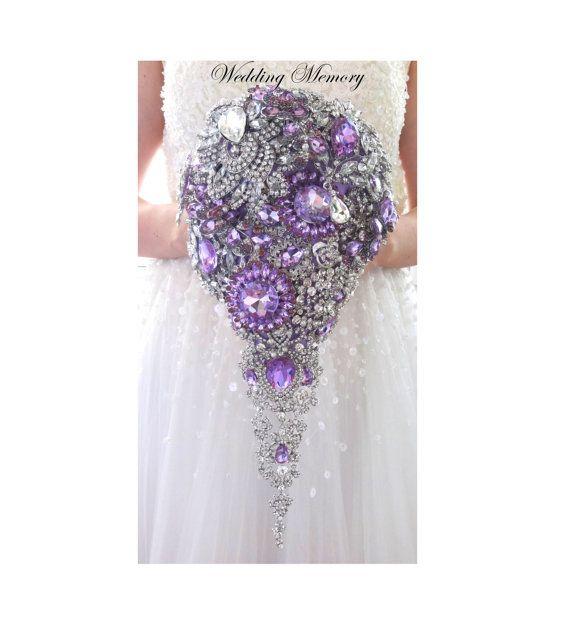 BROCHE BOUQUET. Cascada en cascada diseño Cristal púrpura lavanda bling lágrima boda novia impresionante boquet.