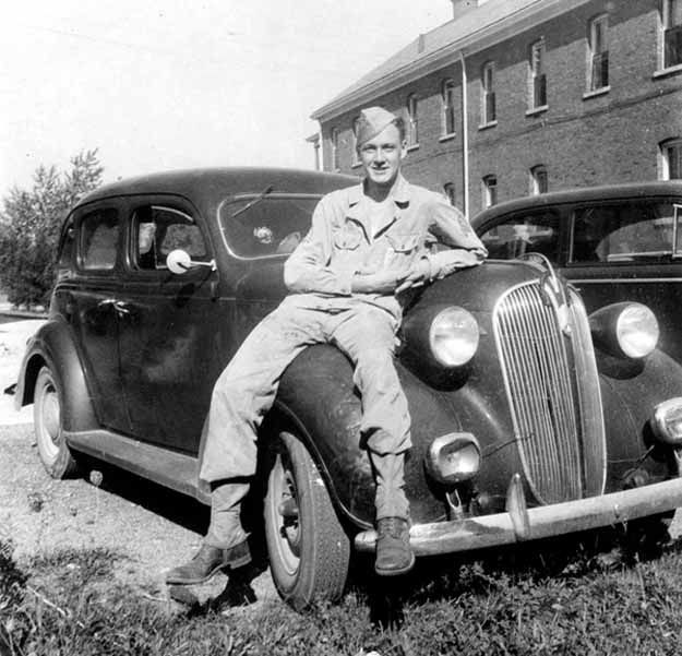 Guess who this is in 1942? STAN LEE!