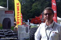 ATG-PNEU-550-MULTIUSE. Stéphane GIRARDIN de chez ATG-Alliance Tire Group (Responsable de la Gamme Industrielle et Gazon) nous a présenté, à Salon Vert 2014, le pneu 550 MULTIUSE. Ce pneu a été développé pour des applications spécifiques sur tracteurs industriels, tractopelles, tracteurs agricoles, tracteurs municipaux (en particulier pour le transport sur surface dure).