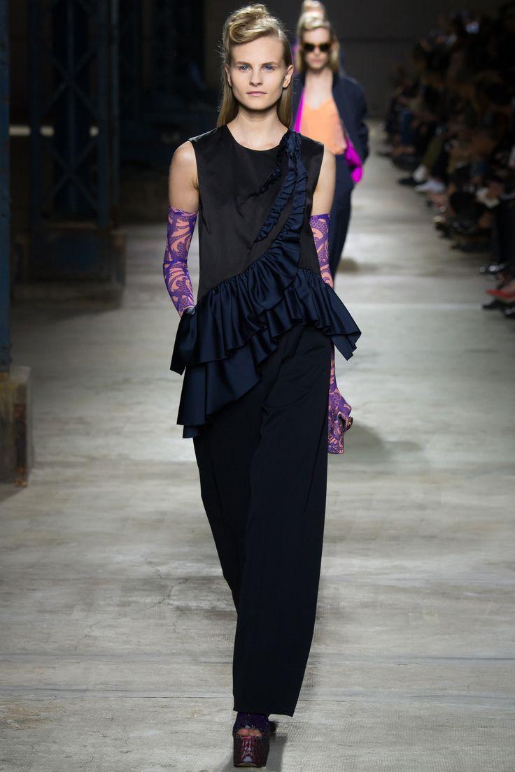 Dries Van Noten Spring 2016 Ready-to-Wear Fashion Show - Kristina Petrosiute