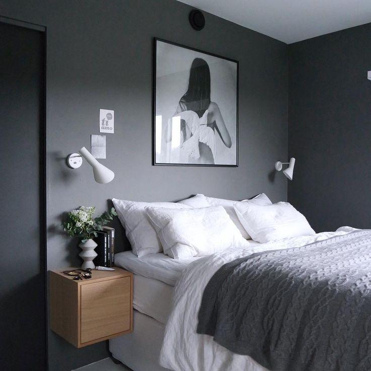Grått enkelt sovrum
