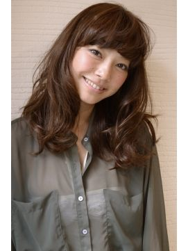 【DECO・穂積 聡】大人可愛い外国人風カジュアルミディ マーメイドアッシュ9トーンでカラー!可愛らしい外国人風ミディーです。