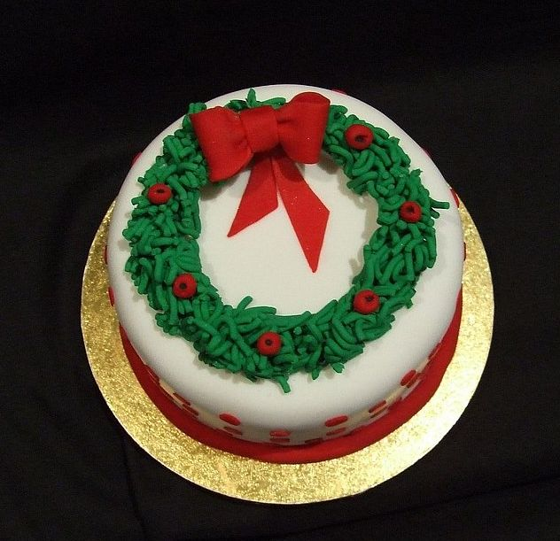 Decorating A Christmas Cake Part - 48: Christmas Decor Cupcakes In Red, Green And White