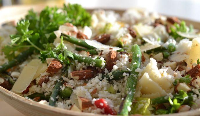 Blomkålscouscous med grønne bønner og parmesan -