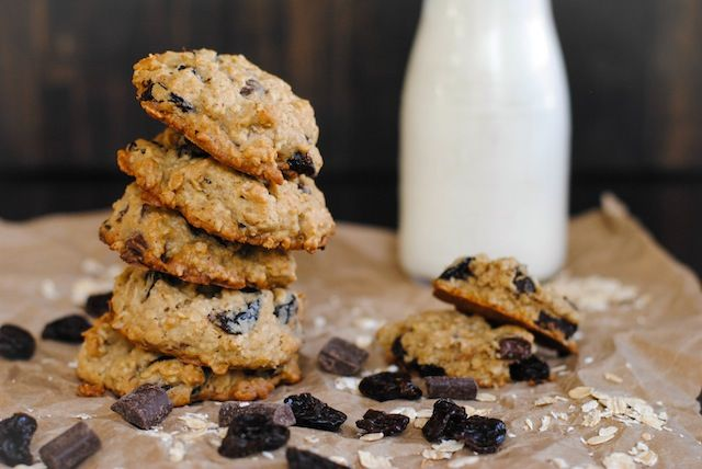Chocolate and Dried Cherry Oatmeal Cookies – a chunky oatmeal cookie ...