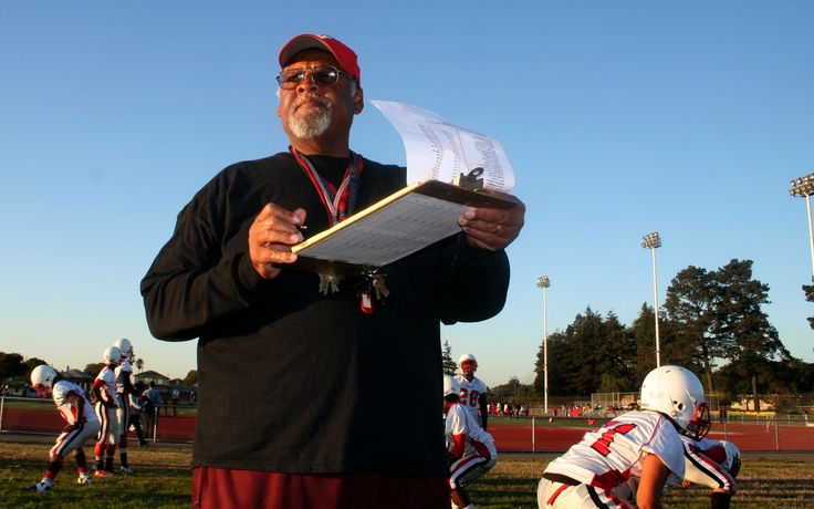 10 Youth Football Playbooks To Give Coaches The Winning Edge