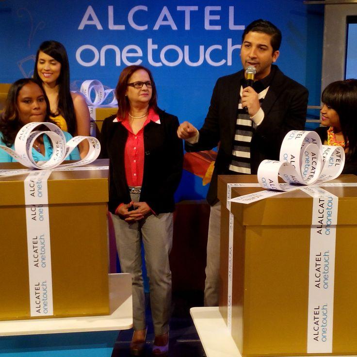 El programa #ValePorTres de La República Dominicana, fue testigo de los #RegalosMágicos entregados por ALCATEL ONETOUCH. ¡Felicitaciones a nuestros ganadores!