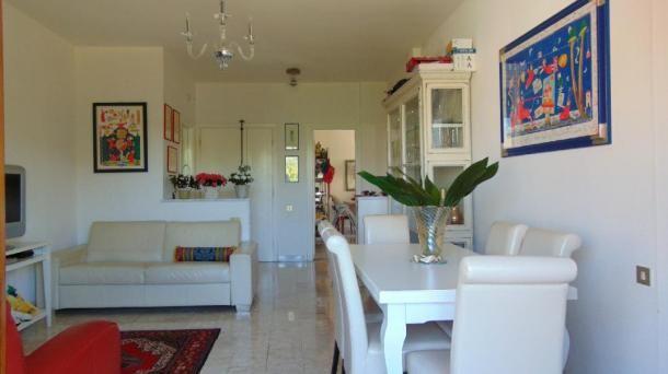 Vendita appartamento 4 vani con balcone, garage e posto auto a Pisa, zona Porta a Lucca