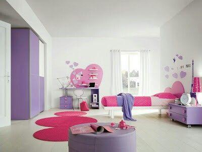Cuarto de niña color rosa con morado