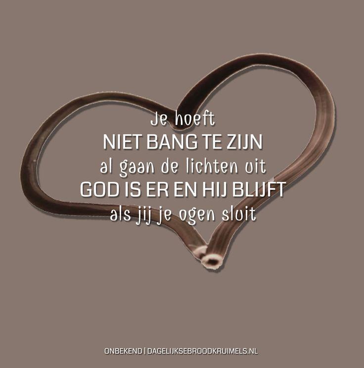 Je hoeft niet bang te zijn al gaan de lichten uit. God is er en hij blijft als jij je ogen sluit. Opwekking Kids 40  #God, #Opwekking, #Vertrouwen  https://www.dagelijksebroodkruimels.nl/opwekking-kids-40-v2/