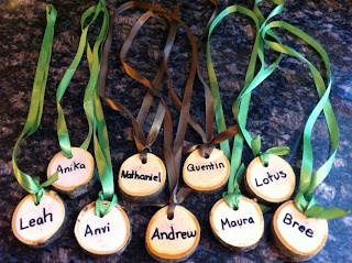 I love these natural nametags made out of sections of a branch.