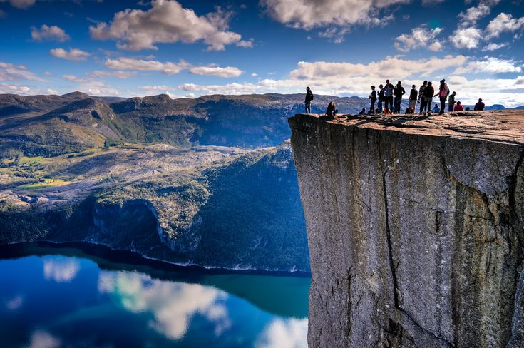 プレーケストーレンの絶壁(ノルウェー、フォーサンド) 違う星みたい…地球とは思えない絶景30選