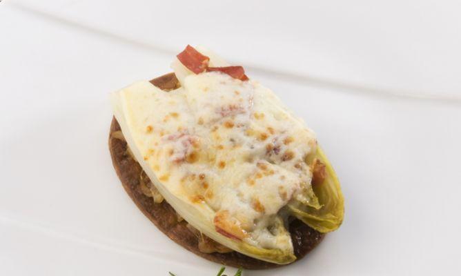Receta de Tartaletas de endibia con jamón y queso