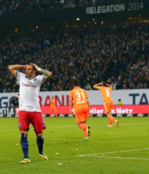 Das war noch nichts, HSV: Nur 0:0 im eigenen Stadion gegen Greuther Fürth - jetzt hat der Zweitligist im Relegationsduell die besseren Chancen auf die Bundesliga. Bei den Hamburgern überzeugte einzig der Ersatz-Torhüter.