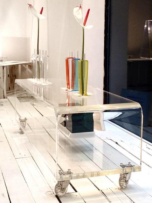 Serve un tavolino per il vostro televisore al plasma ultra for Store mobili online