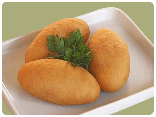 Ingredientes  3 batatas grandes 2 ovos 1 xicara de trigo Tempero à gosto  Modo de preparo :   Cozinhar a batata e espremer para formar um ...