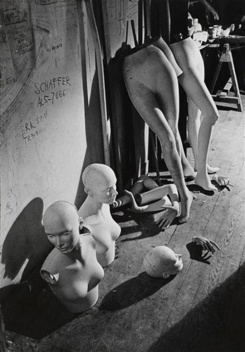 """"""" J'ai l'thorax Qui s' désaxe, La poitrine Qui s' débine... Ah bon Dieu qu' c'est embêtant D'être toujours patraque..."""" ( Marcel Amont, Ouvrard ) / L'atelier d'Ivan Biro. / Photo by André Kertész, 1965."""
