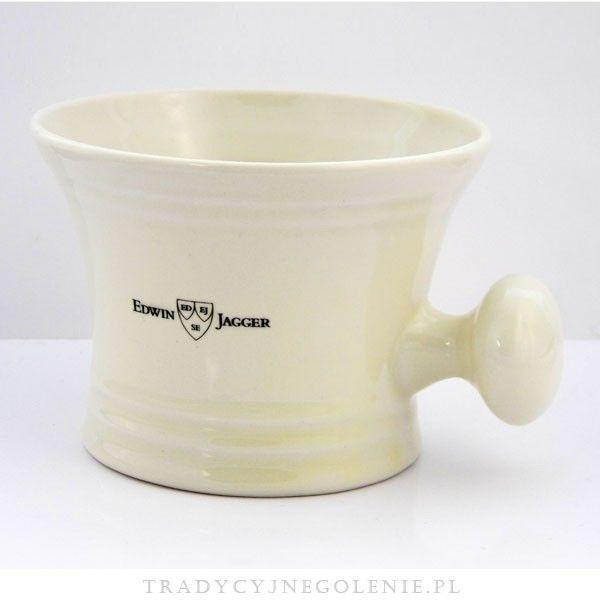 Tradycyjne porcelanowe naczynie na mydło i pianę do golenia w kolorze kości słoniowej. Miseczka posiada wygodny uchwyt. Na naczyniu sygnatura znanej angielskiej manufaktury z Sheffield - Edwin Jagger.