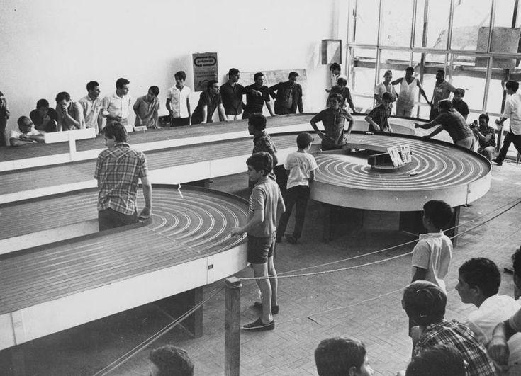 Acervo/Estadão - Em1966 criançasbrincam decorrida deautoramaem pista montada no Parque do Ibirapuera