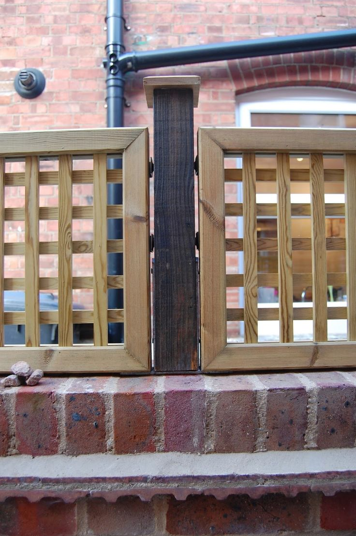 Edwardian house project lattice trellis fixed on brick for Brick fence designs plans