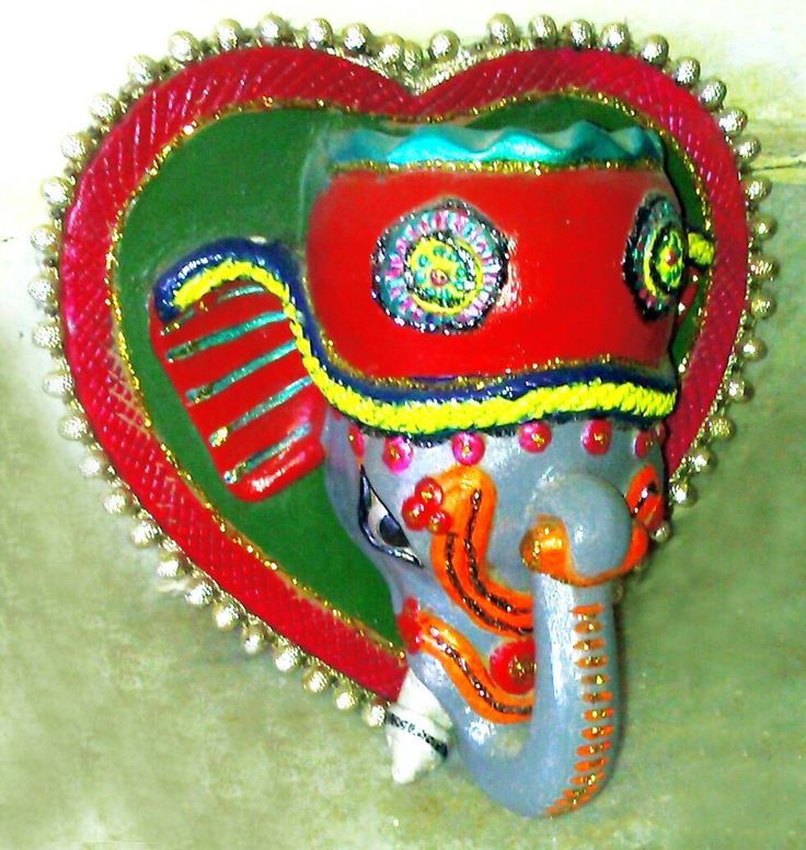 Ganesha Clay Pot can be used as an key holder