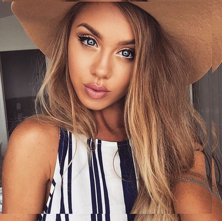 Achieve a perfect tan, glowy look using our 'Triple Threat' brush to buff bronzer, highlight and blush in! - ow.ly/cI5F301JqSs