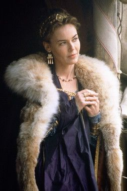 I confess, I love and would be happy to wear any of Connie Nielsen's costumes from Gladiator. I'm going to be self-indulgent a post a few examples; this is the first.