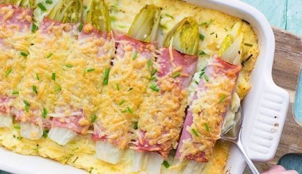 Ovenschotel Witlof, Ham, Kaas, Romige Puree, Bieslook recept | Smulweb.nl