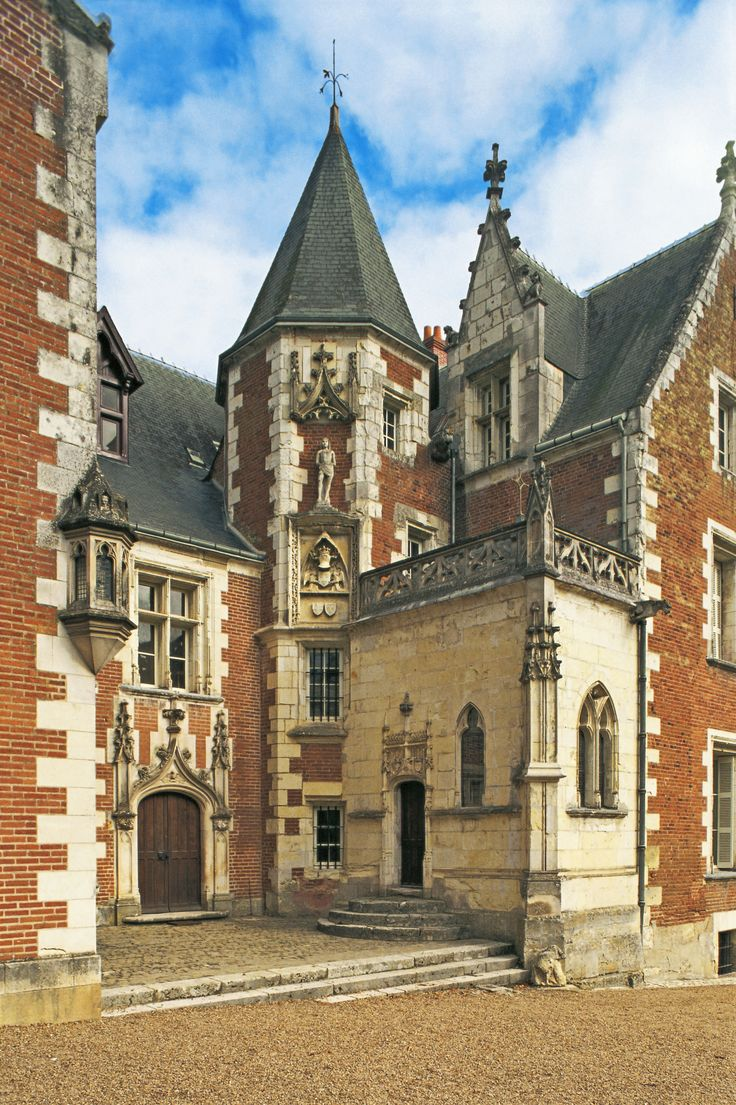 Situated on a hilltop above the charming walled town of Amboise, the 1471 Château du Clos Lucé's claim to fame is its most celebrated resident: Leonardo da Vinci. Discover more of incredible castles and historic homes in France's scenic Loire Valley. | archdigest.com