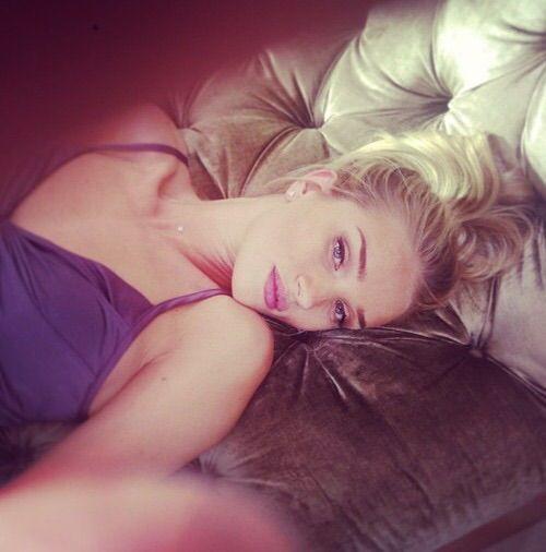 Image via We Heart It #gallery #girl #model #personal #rosiehuntingtonwhiteley #tumblr #vsangel #selfie