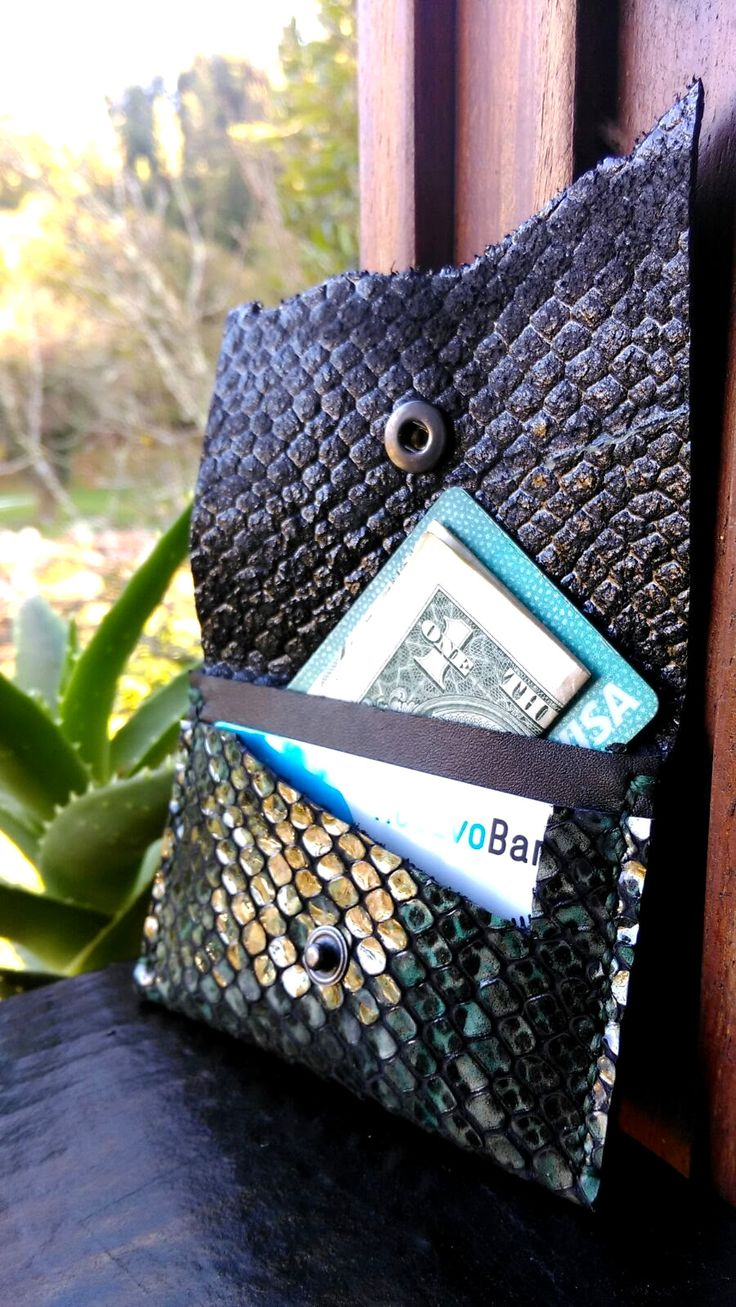 Mermaid leather cardholder- Scales embrassed leather Each handcrafted products are made from Portuguese leather