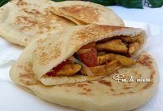 Asalam Alaykom, C'est une recette marocaine d'un #pain qui gonfle pendant la cuisson et sera creux à l'intérieur, idéal pour les #sandwichs !! recette de la youtubeuse Amal Mziryahi Ingrédients: 500 g de farine (3 verres) 1 bonne càs de levure boulangère...