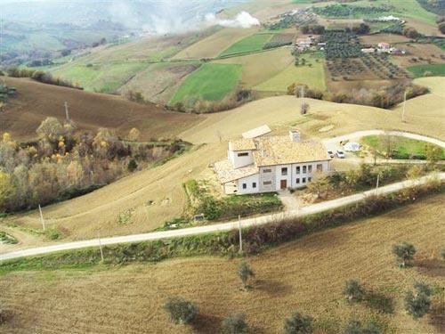 #Abruzzo #Italy #farm