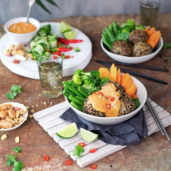 YouFoodz | Skinny Satay Bowl $9.95 | Turkey meatballs loaded with Thai flavours & rolled in a black & white sesame combo | #Youfoodz #HomeDelivery #YoullNeverEatFrozenAgain
