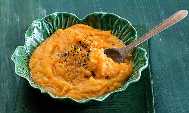 Leve e aveludada, esta receita de puré de abóbora e batata é ideal para acompanhar qualquer prato, seja de peixe ou carne. Uma alternativa deliciosa para o dia-a-dia ou ocasiões especiais.