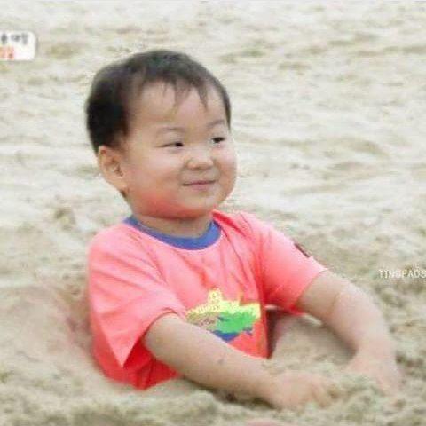 Cr.@mingukie_fc_th His smile #3doongie #songtriplets #songdaehan #songminguk #songmanse #송대한 #송민국 #송만세 #daehanie #mingukkie #manseah #songfamily #songilkook #송일국 #_songminguk_