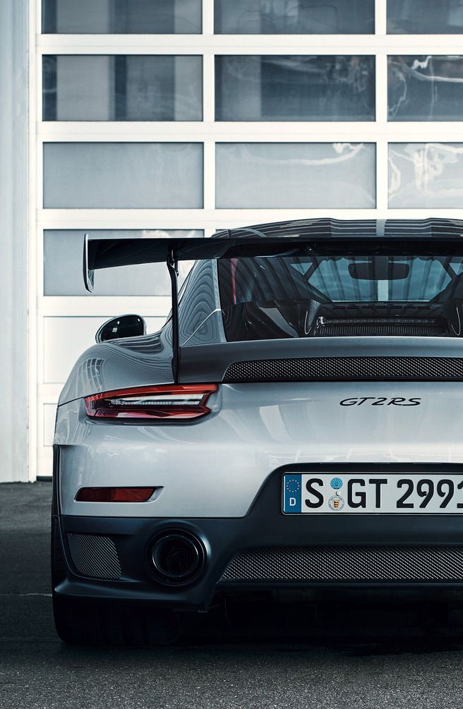 Porsche 911 GT2 RS (source)
