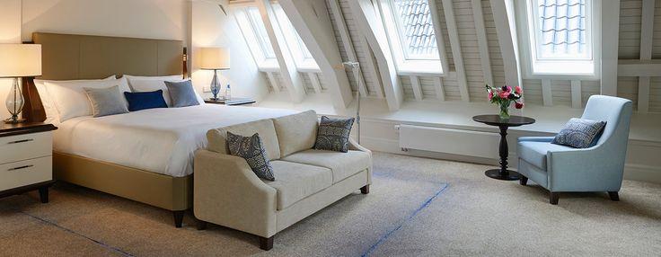 Situé à l'étage supérieur de l'hôtel etarborant un plafond en bois traditionnel et un élégant décor, cette chambre loft propose aux hôtes un hébergementexceptionnel et raffiné pour leur séjour à Amsterdam.