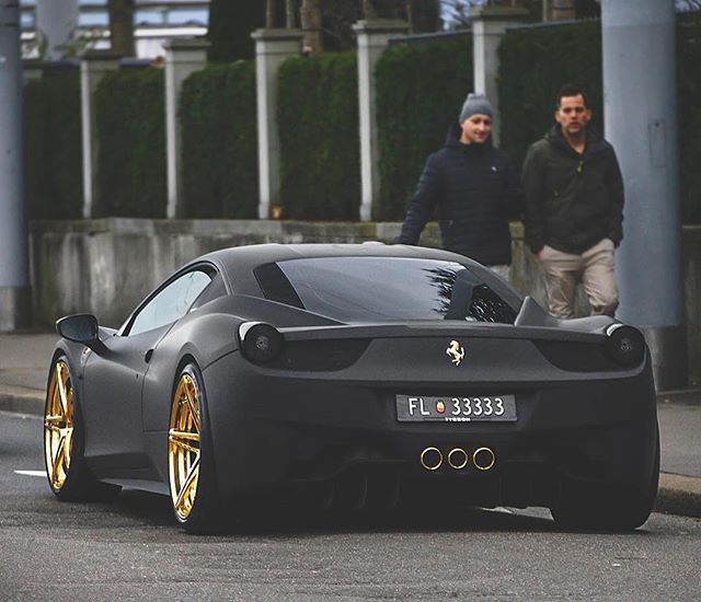 Black & Gold | Photo by @srs_swissrichstreets | #blacklist ...