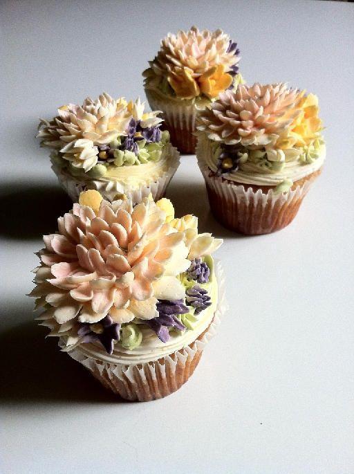 cupcakes: Beautiful Cupcakes, Floral Cupcake, Cupcakes Cupcakes Yummy, Cupcakes Yummy Cupcakes, Cupcakes Galore, Cupcake Ideas, Cupcake Design