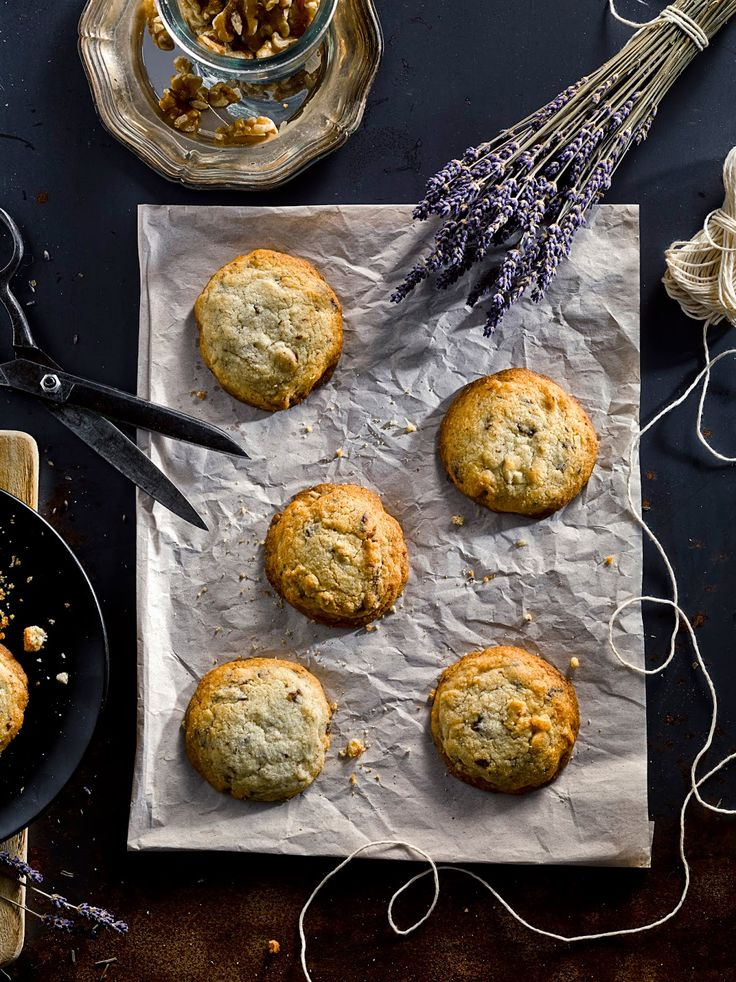 HimbeerRot: Chocolat Chip Cookies with Walnuts & Lavender Honey