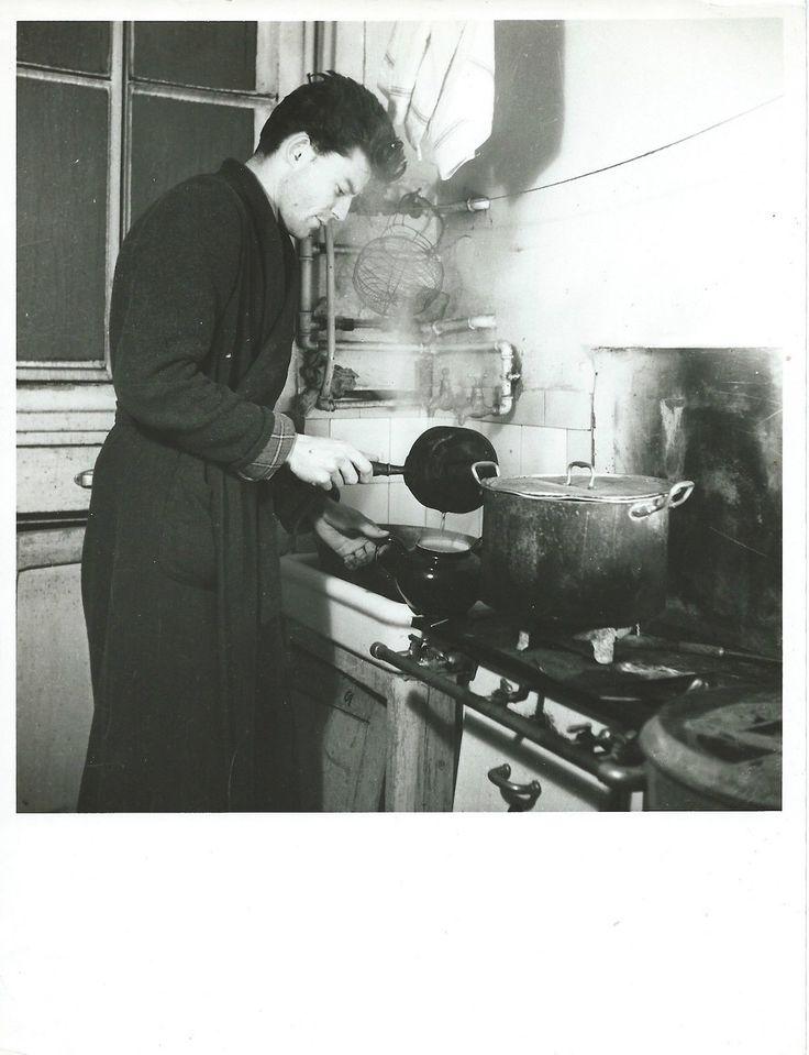 Gérard Philipe dans son domicile rue de Dragon en 1942