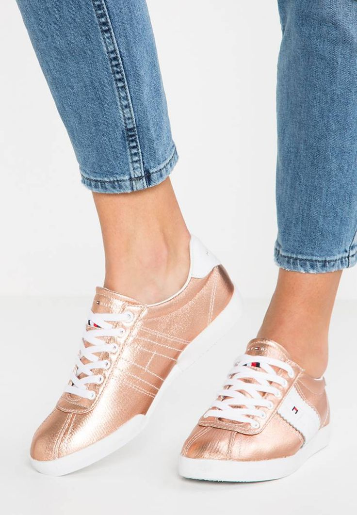Tommy Hilfiger. LIZZIE - Trainers - rose-gold. Sole:synthetics. Shoe tip:round. Padding type:Cold padding. Heel type:flat. Lining:imitation leather/ textile. detail:decorative seams. shoe fastener:laces. upper material:leather and textile. Inso...