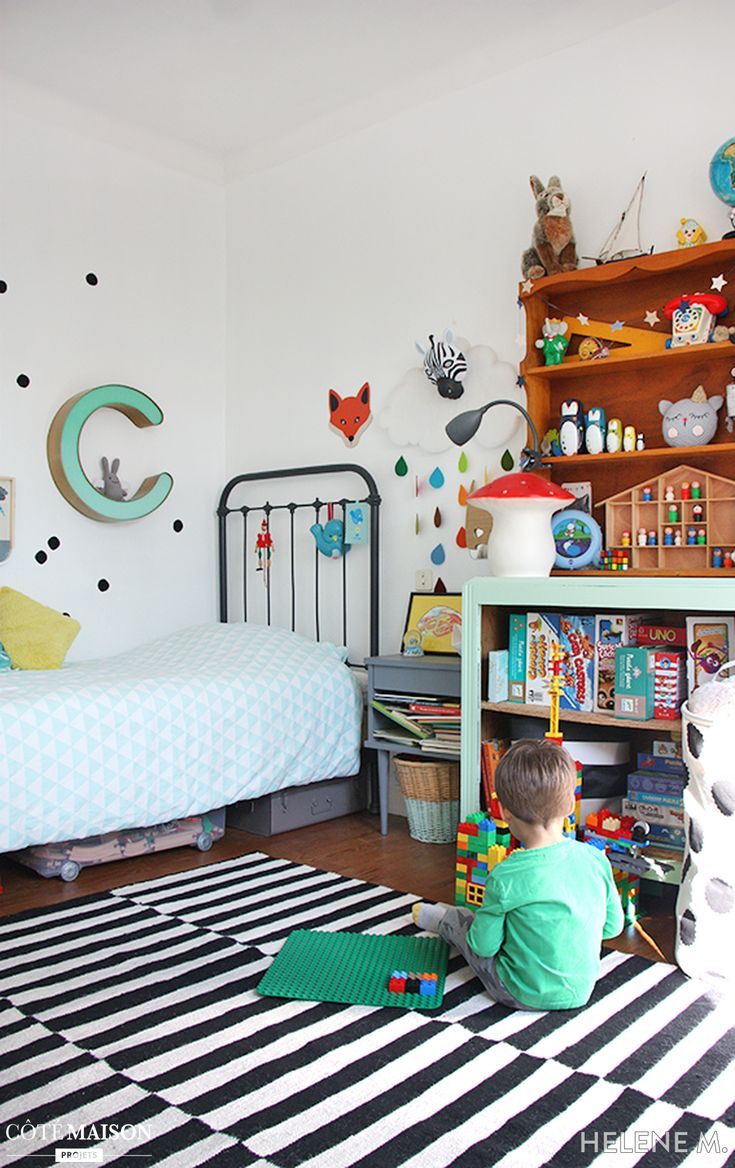 great une chambre duenfant color et originale with chambre garcon 2 ans. Black Bedroom Furniture Sets. Home Design Ideas