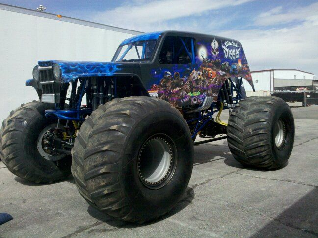 Best Big Monster Trucks Ideas On Pinterest All Truck Lifted